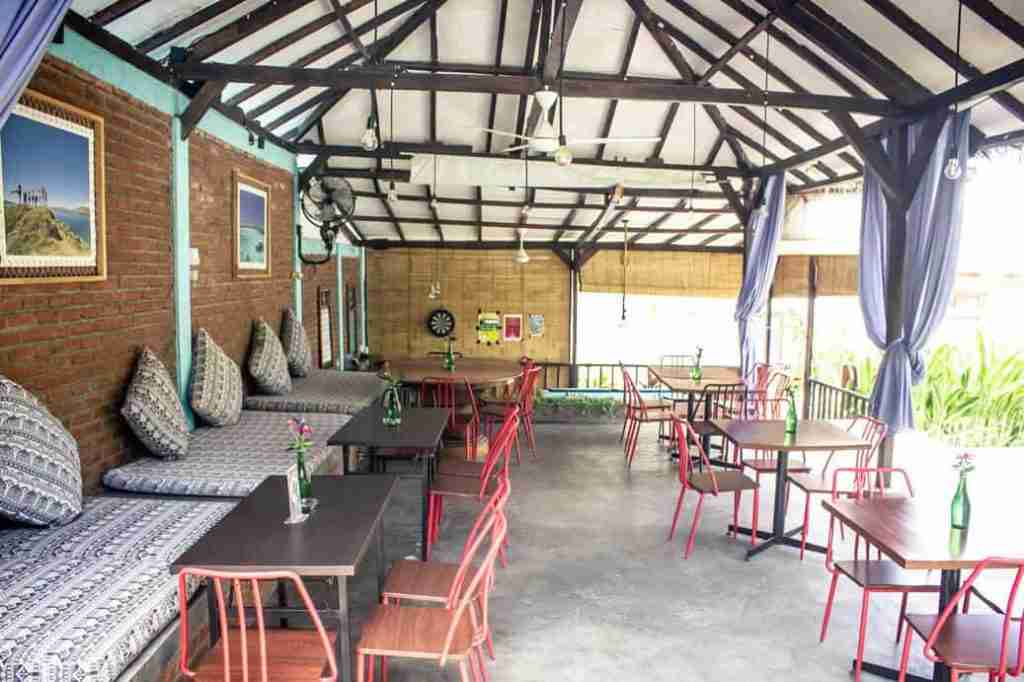 Relax in this comfortable, spacious setting of Molas Cafe, in Labuan Bajo, with fast wifi speed to surf the web until your heart?s content.