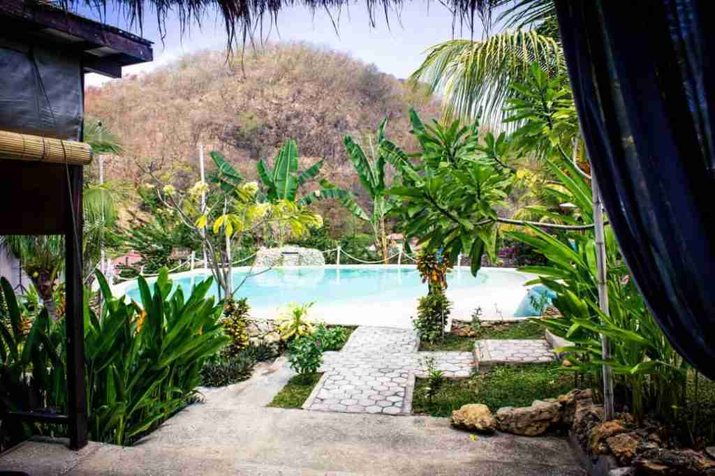 Molas cafe, in Labuan Bajo, offers a beautiful swimming pool to relax. Guests can surf the web with their fast wifi speed.