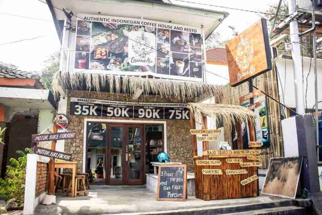 Osiana Alo is located on the main street of Labuan Bajo. It?s airconditioned and has plenty of plug sockets. Also, it offers fast wifi speed.